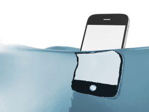 Depositphotos 39803775 l 2015 300x225 - Meu celular caiu na água, o que fazer?