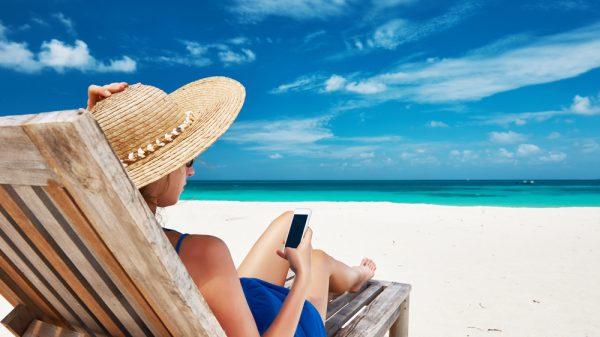 Depositphotos 42506225 m 2015 1 600x337 - Celular na praia: 6 cuidados básicos
