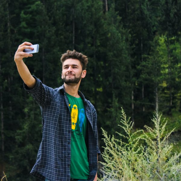 pexels farhan ullah baig 1053845 600x600 - 11 dicas pra tirar a selfie perfeita