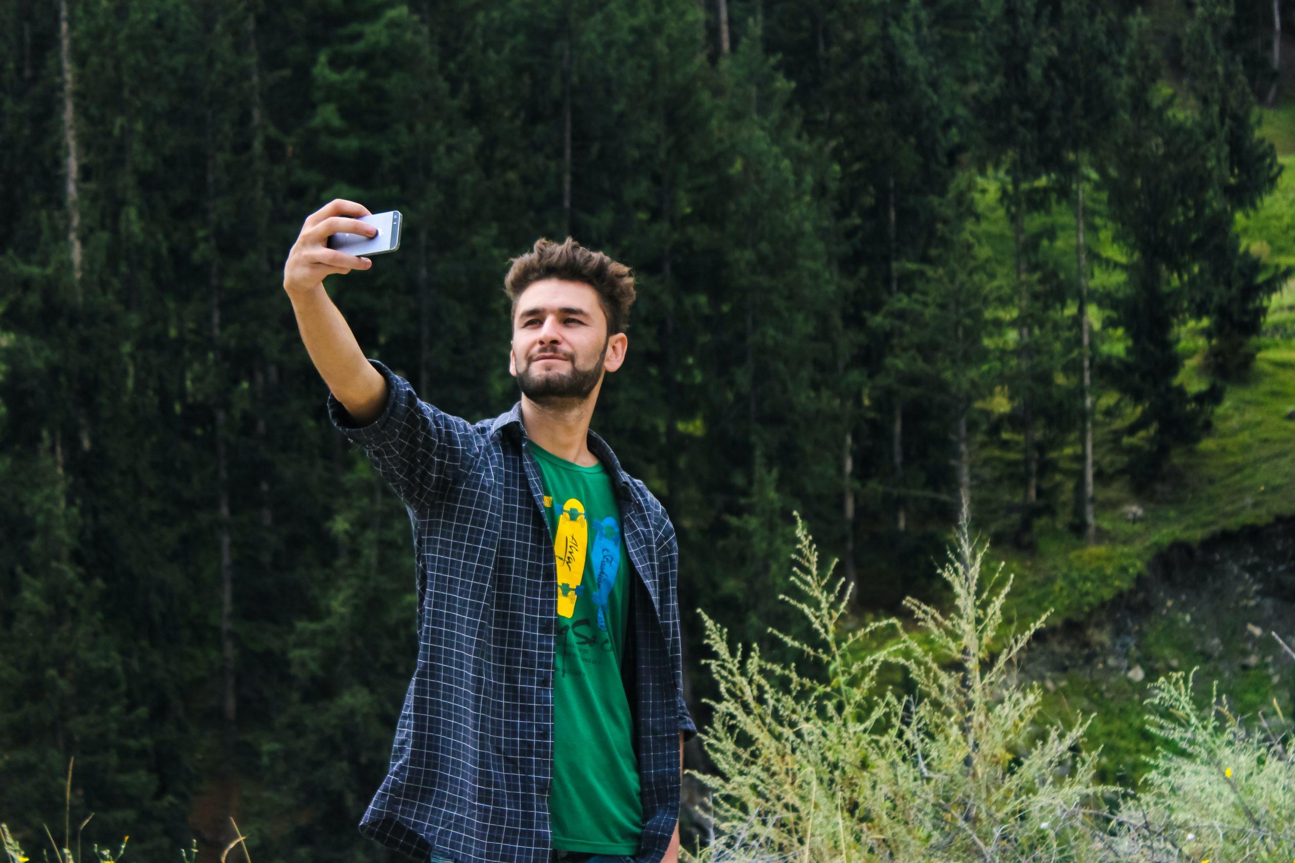 pexels farhan ullah baig 1053845 scaled - 11 dicas pra tirar a selfie perfeita