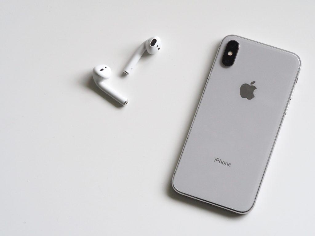 airpods apple device cellphone 788946 1024x768 - Dia das mães: Os 6 melhores presentes pras mães que curtem tecnologia.