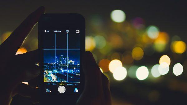 phone 802125 1920 600x337 - 5 apps gratuitos de edição de fotos