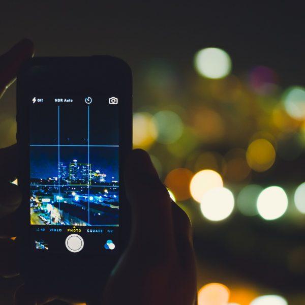 phone 802125 1920 600x600 - 5 apps gratuitos de edição de fotos