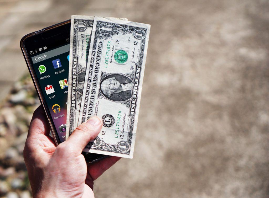 cash dollars hand 163069 2 1024x755 - Como vender o celular na internet