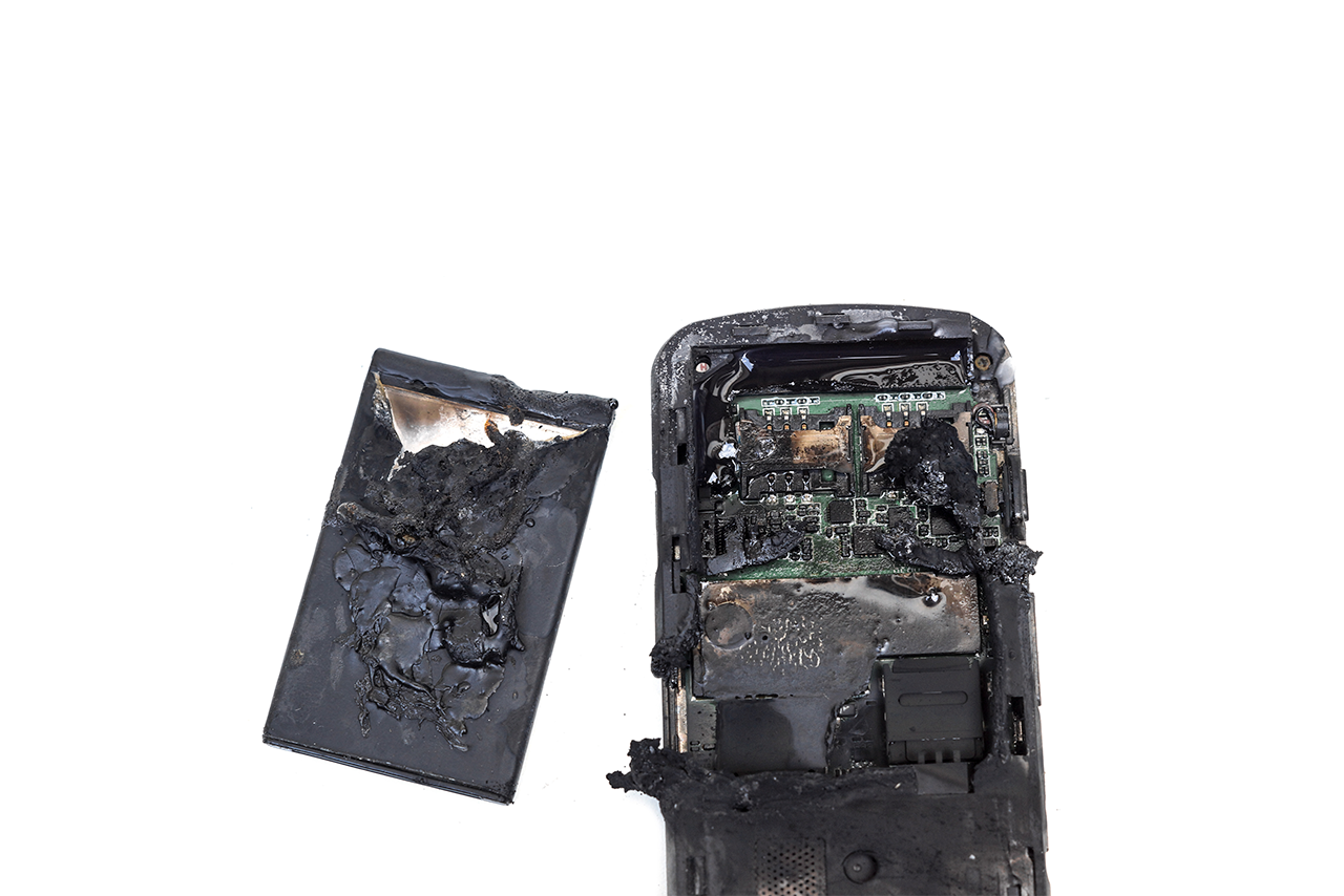 bateria explodindo - Quais os perigos da bateria de celular?