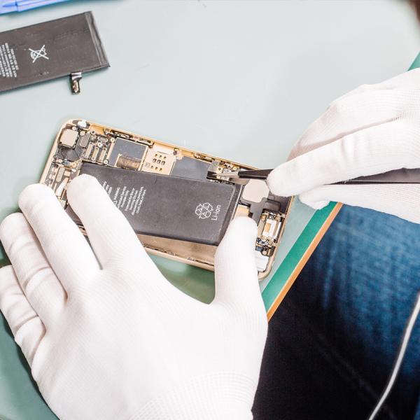 Consertar o celular em casa tem alguns riscos. Você sabe quais são eles? Descubra no nosso post.