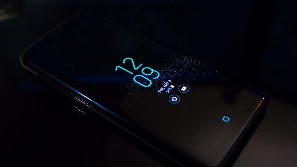 pexels noah erickson 404280 600x337 - Tudo sobre telas de celular