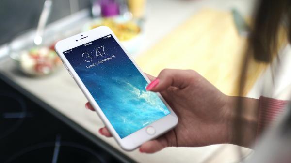 Esconder fotos no iPhone agora é bem mais prático e seguro. Descubra como fazer