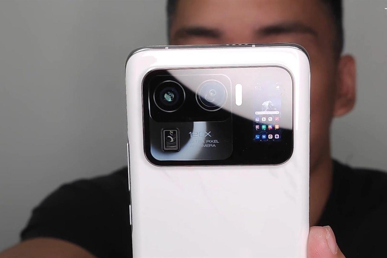 Xiaomi Mi 11 Ultra tem módulo de câmera gigante e tela traseira