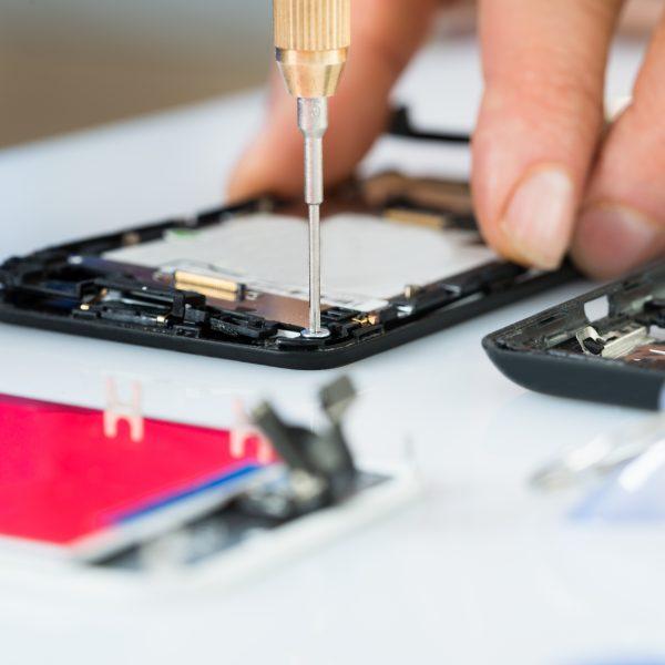 Golpes em assistências de celulares: saiba como evitar