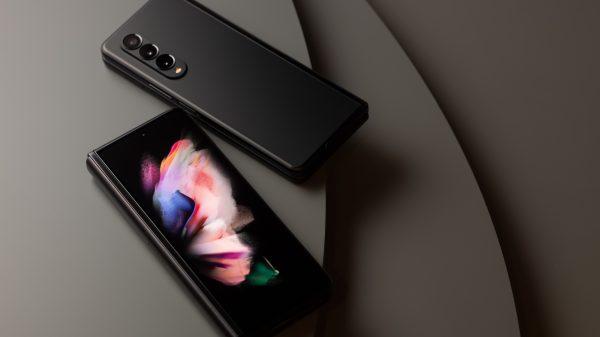 08 galaxyzfold3 5g phantomblack 600x337 - Galaxy Z Fold 3 e Z Flip 3 são oficialmente lançados em evento